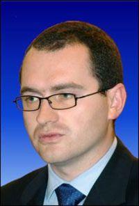 Atila Korodi, mediu, finantare