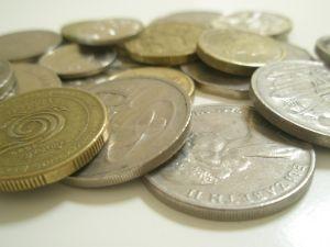 Populatia si firmele cu venituri in lei vor lua credite in valuta in conditii mai restrictive