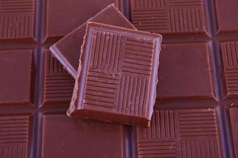 Mos Craciun de ciocolata cu bani europeni