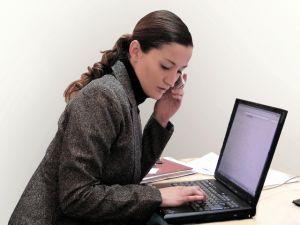femeie_laptop.jpg
