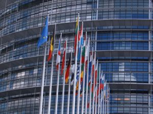 Patru tari membre UE cer Comisiei sa taie fondurile pentru tarile unde este incalcat statul de drept