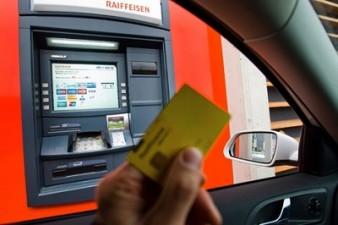Raiffeisen Bank opreste sistemul de carduri in noaptea de joi spre vineri