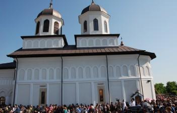 S-a resfintit biserica Sfantul Dumitru din comuna Potlogi, restaurata cu fonduri Regio