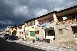 Banii europeni pentru romanii saraci, furati de politicieni si prietenii lor