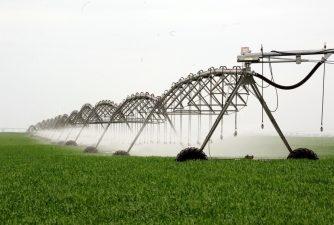 Legea care permite fermierilor sa aiba acces la apa gratuit isi produce efectele