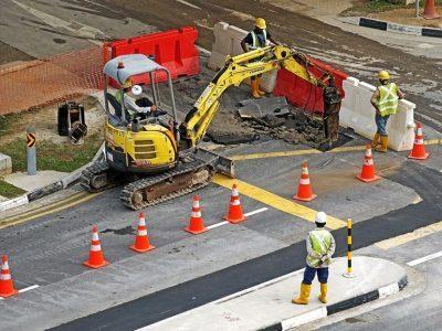 excavators-391143-960-720.jpg