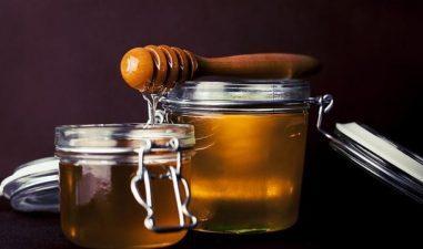 Lovitura pentru apicultorii romani: Nici in 2018 statul nu va cumpara miere pentru elevi