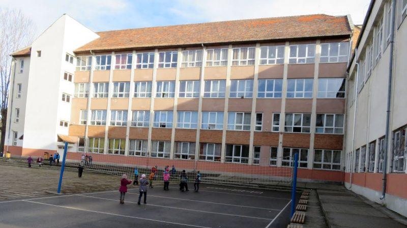 """S-a semnat contractul de finantare a reabilitarii termice a Scolii gimnaziale """"Nagy Imre"""" din Miercurea Ciuc cu fonduri nerambursabile"""