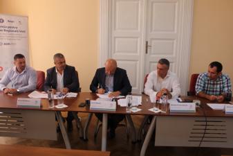 POR: Au fost semnate cinci noi contracte cu finantare europeana prin Regio