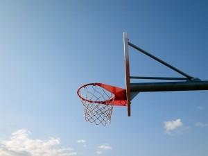 Primaria din Ploiesti face cu bani europeni terenuri de baschet pentru 12 scoli