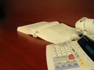 IMM-urile, prea ocupate cu plata taxelor ca sa si prospere