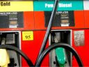 Supraacciza la carburant a fost eliminată, dar guvernul s-ar putea vedea obligat să majoreze accizele standard