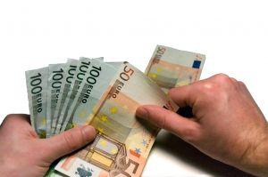 Doar o treime din proiectele depuse la banci pentru co-finantare sunt acceptate