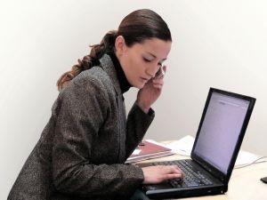 Femeile cu initiativa vor primi 10.000 de euro de la stat pentru a incepe o afacere