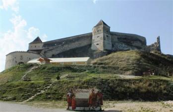 Turistii vor ajunge mai usor la Cetatea Rasnov, cu un ascensor pe plan inclinat