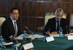 Ponta si Teodorovici explica beneficiarilor planul de actiuni pentru deblocarea rapida a POSCCE
