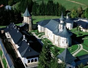 Manastirea Putna: zidita de Stefan, reabilitata de Regio