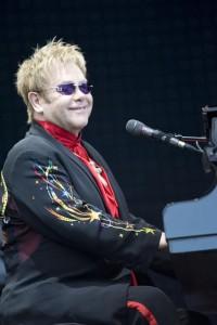 Elton_John_performing_2008_1.jpg