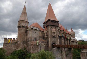 Castelul Corvinilor pierde fonduri de la Uniunea Europeana pentru restaurare