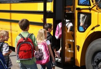 Statul ofera 500 de euro pentru studiile copiilor