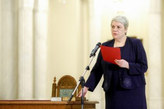 Ministerul lui Sevil Shhaideh a inceput impartirea, pe alese, a banilor europeni