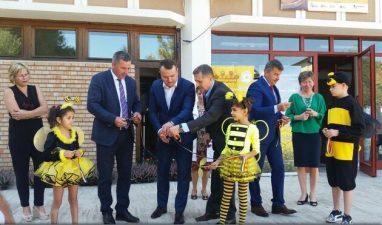MADR: 1,5 milioane de copii vor primi lunar un borcan cu miere romaneasca; 16,8 milioane lei, alocate pe acest program