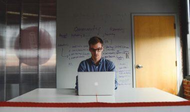 Startup-urile cu pana la 3 ani vechime pot castiga premii in valoare de 100.000 de euro