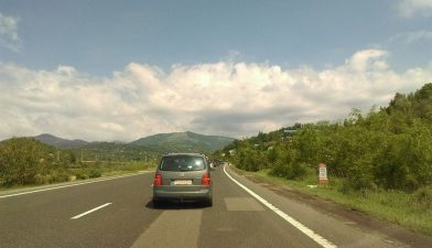 Ministrul Rovana Plumb a semnat contractul de finantare pentru refacerea unor drumuri din judetul Brasov