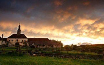 Unul dintre cele mai spectaculoase conace din Transilvania ravnit de belgieni si englezi, salvat cu fonduri europene