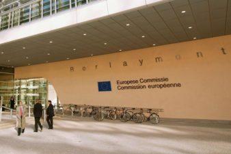 Comisia Europeana confirma ca intentioneaza sa lege fondurile europene de statul de drept
