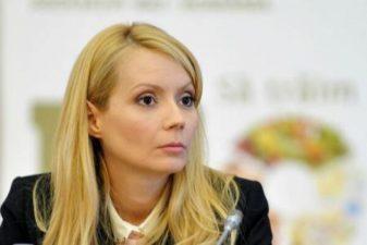 Daciana Sarbu solicita la Bruxelles sprijin pentru apicultori si pentru combaterea fenomenului mierii contrafacute