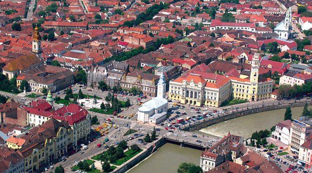 800px-Piata_Unirii_Oradea.jpg