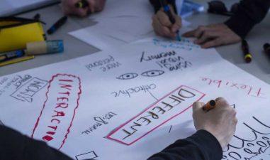 Premii de 50.000 de euro: Comisia Europeana cauta solutii pentru a ajuta tinerii sa se dezvolte in comunitatile lor