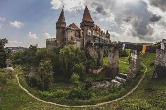 Reabilitarea Castelului Corvinilor si investitii in infrastructura urbana, proiecte cu finantare nerambursabila ale Primariei Hunedoara