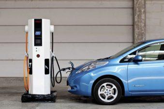 Guvernul aloca marilor primarii subventii de pana la 190.000 lei/unitate pentru instalarea de statii de incarcare a vehiculelor electrice