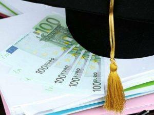 Peste 80.000 de elevi ai liceelor profesionale vor primi burse din fonduri europene