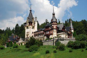 """""""Pelesul Transilvaniei"""", reintrodus in circuitul turistic cu bani europeni: 40.000 de vizitatori si 120 de evenimente pe an"""