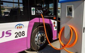 Trei autobuze electrice vor circula pe ruta Targu Jiu – Rovinari printr-un proiect pe fonduri europene