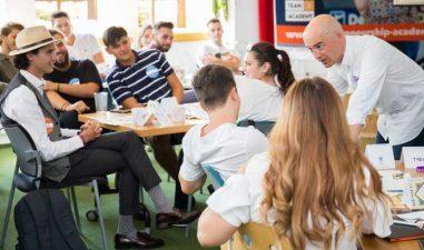 Burse de studiu de 50.000 euro: Competitie de antreprenoriat pentru liceeni si studenti in Galati, Sibiu, Cluj si Timisoara