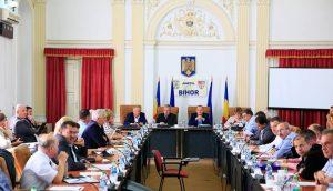 Consiliul Judetean Bihor a semnat contractele de executie pentru primele doua bazine didactice de inot