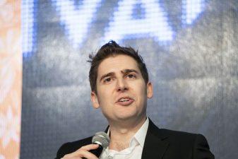 O firmă de venture capital fondată de Eduardo Saverin, co-fondatorul Facebook, a atras $820 milioane pentru un fond destinat investițiilor în startup-uri
