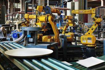 De la un atelier pornit în curtea unei case, la cea mai robotizată fabrică din România. Secretul unei afaceri cu porțelan